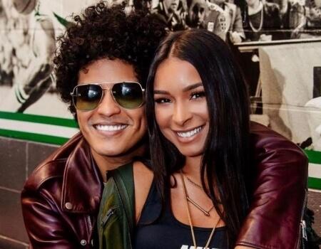 pareja Bruno Mars