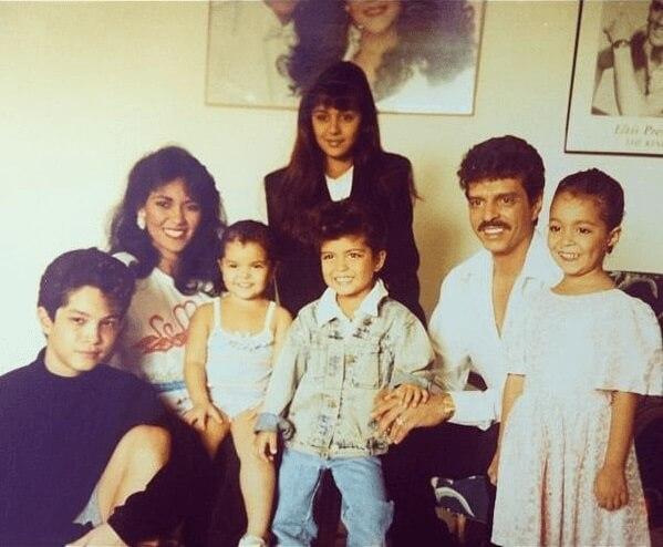 Bruno Mars con su familia